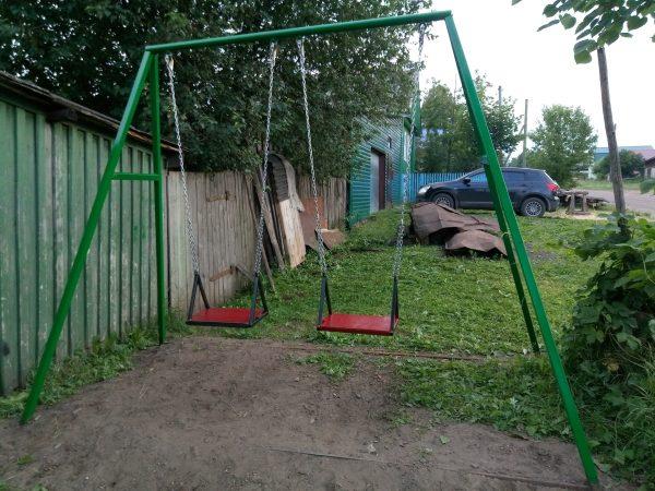 Детские качели для дачи из металла