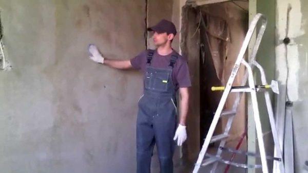 Поклейка обоев на неровные стены: советы