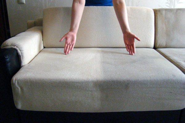 Как почистить засаленный диван