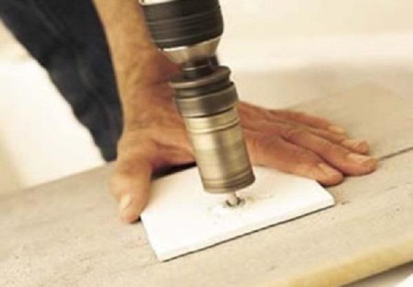 Как просверлить плитку, чтобы не треснула