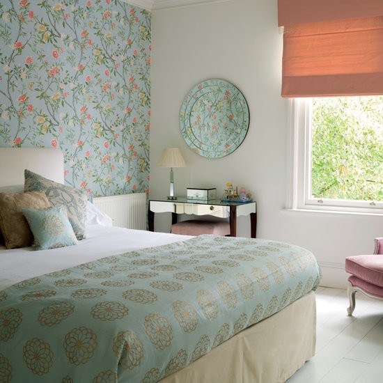 Комбинированные обои в спальню: модный дизайн