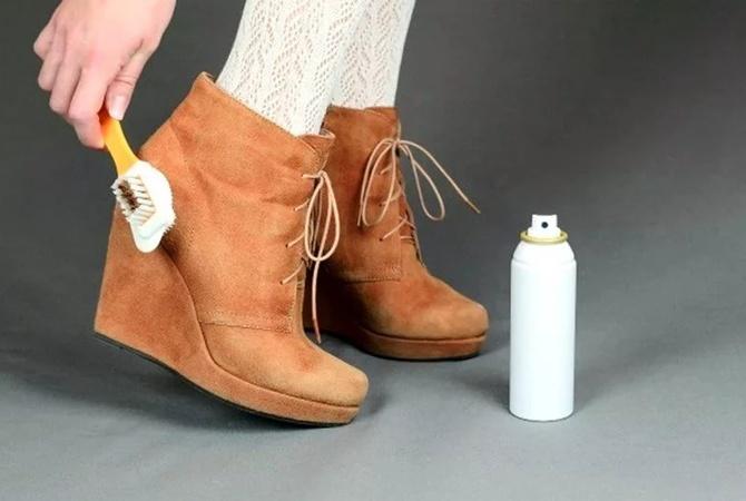Как убрать с замшевой обуви белые разводы