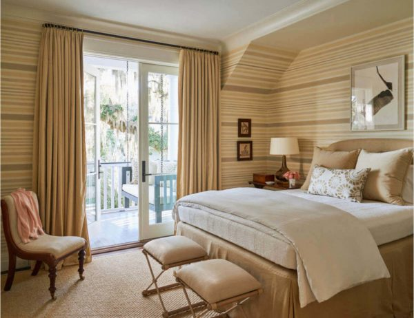 Стильный интерьер спальни в светлых тонах