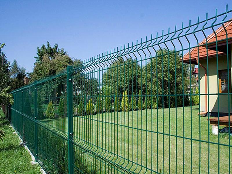секционный забор из прутьев