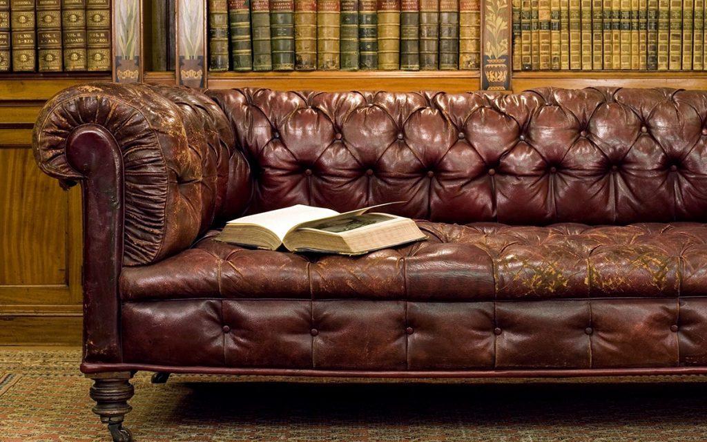 лаковый диван
