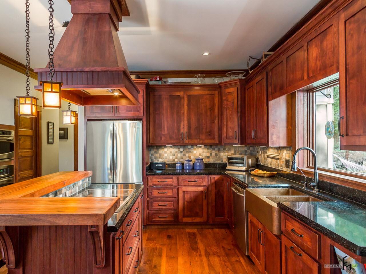 бывают кухни для загородного дома фото обильном