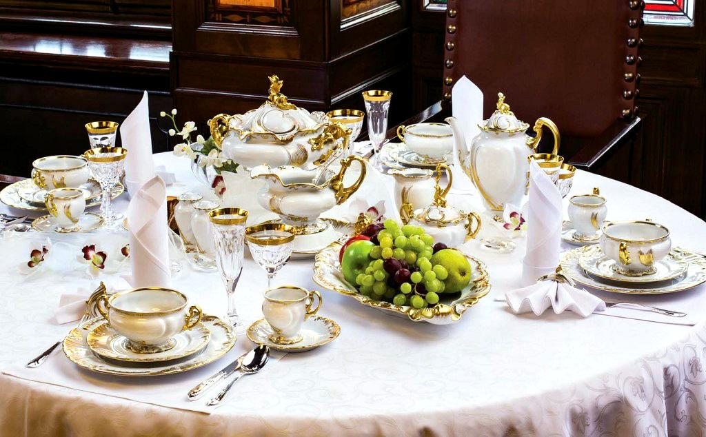 Фарфоровая посуда на праздничный стол. Что нужно и как подготовить?