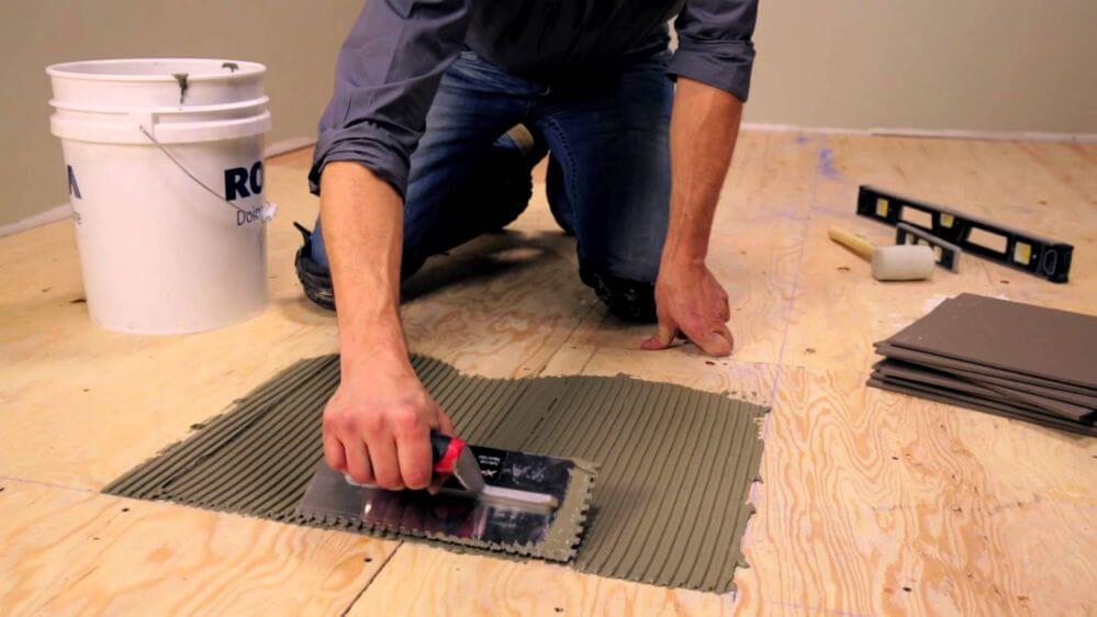 Подготовка поверхности для плитки ПВХ