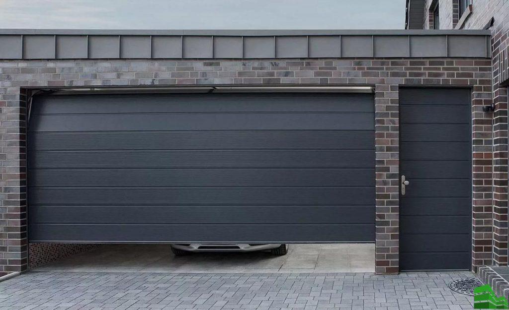 темные гаражные подъемные ворота фото