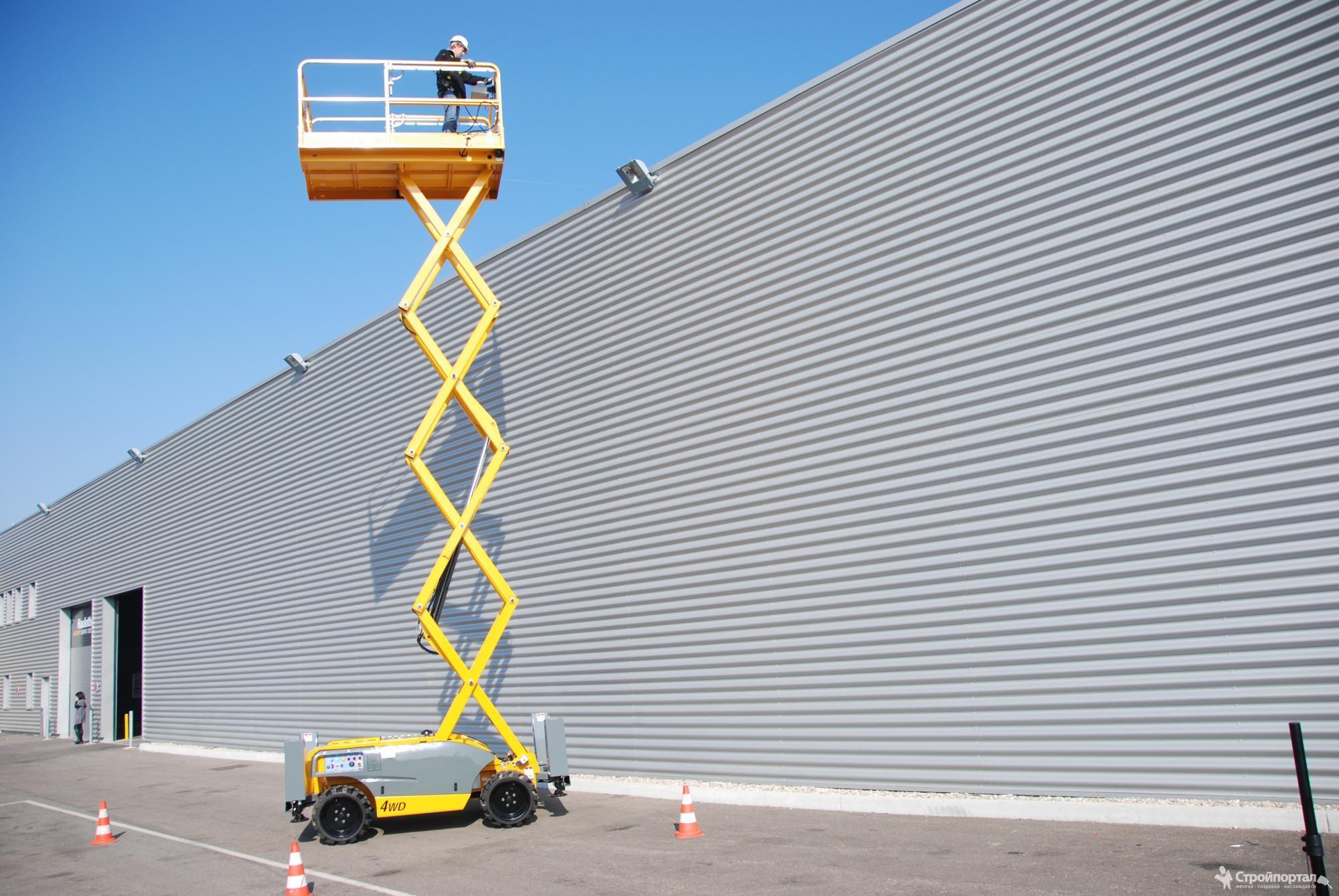 Зачем нужен строительный подъёмник?