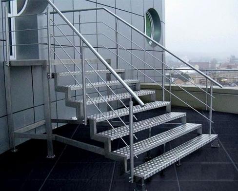 Особенности металлических лестниц